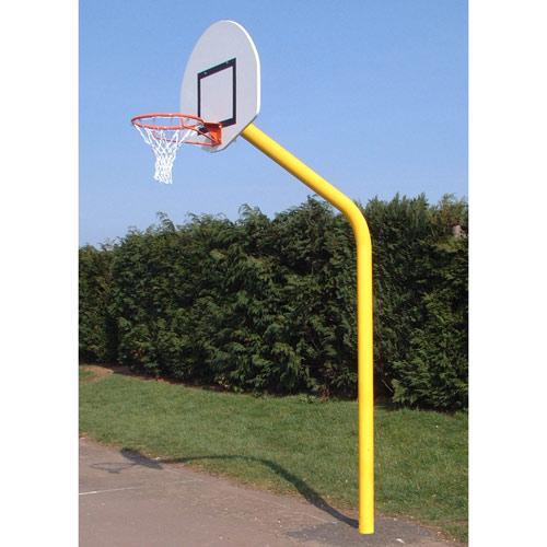 But de basket de diamètre 114 à hauteur de 2, 60m, galvanisé et plastifié, deport de 1, 20m, panneau PES 1/2 lune 1120x7